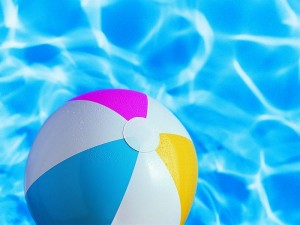 beach_ball_in_swinmming_pool